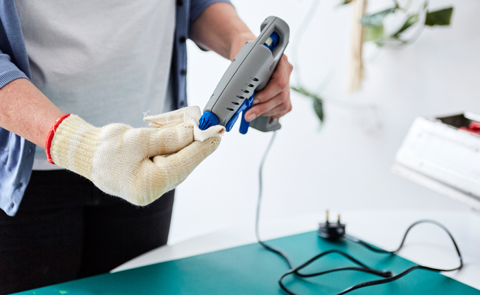 Unplug the glue gun and clean the nozzle using a dry cloth and heat resistant gloves.