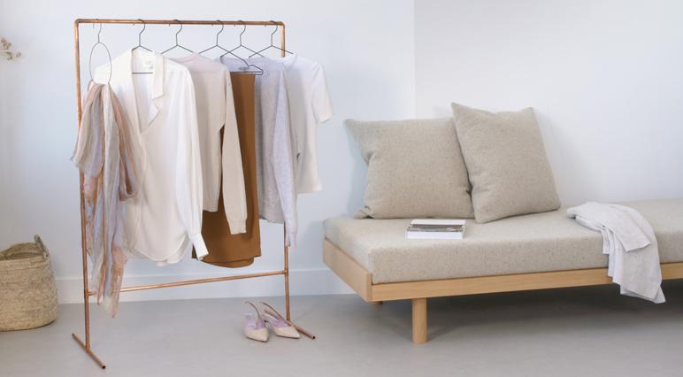 Dieser Kleiderständer aus Kupfer könnte deiner sein. Das Dremel Multifunktionswerkzeug hilft dir dabei!