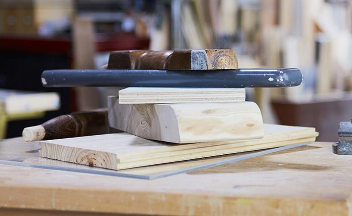 Das Schleifen gehört zu den wichtigsten Arbeitsschritten bei der Vorbereitung und Vollendung eines DIY-Projekts.