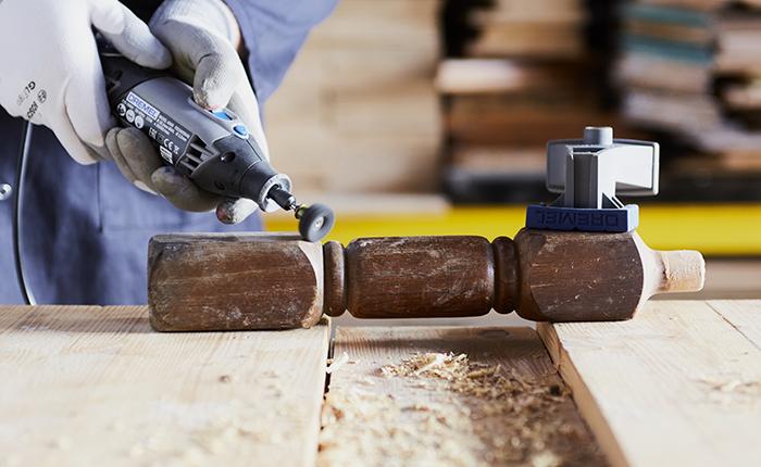 Wähle die Schleifwerkzeuge entsprechend der Oberfläche aus.