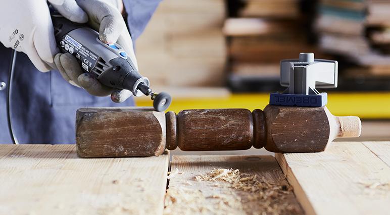Erlerne die Grundlagen des Schleifens mit deinem Dremel-Werkzeug.