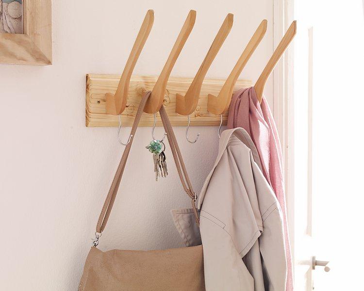 Upcycling von Holzkleiderbügel zu einer ganz besonderen Garderobenleiste mit Dremel.