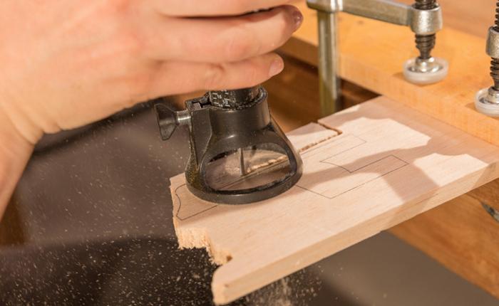 Udskæringen går bedst, når du lader værktøjet gøre arbejdet.