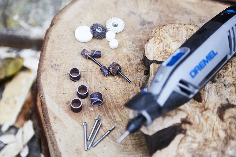 Elija las herramientas y accesorios Dremel para tallar madera.