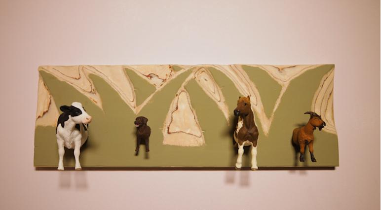 Cómo convertir animales de juguete en un perchero