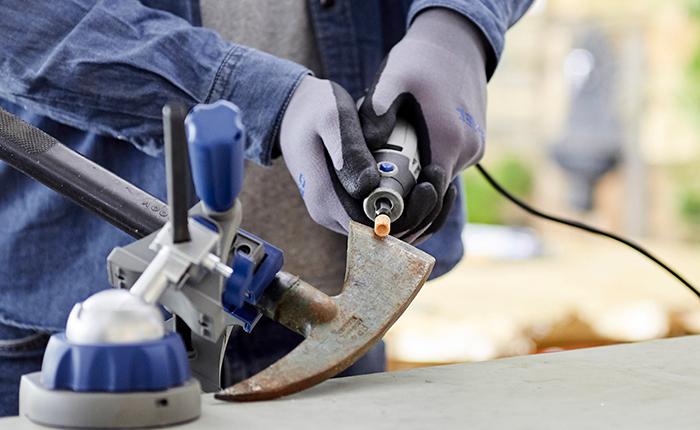 Une prise sûre offre à la fois stabilité et contrôle lors du meulage ou de l'affûtage