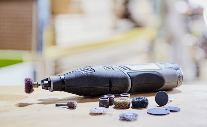 Découvrez les accessoires de ponçage Dremel qui vont faciliter le déroulement de votre projet.