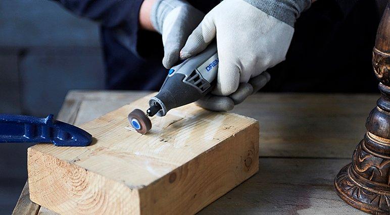 Découvrez les erreurs de ponçage fréquentes chez les débutants – vous saurez ainsi ce qu'il faut éviter lors du ponçage avec un outil multiusage Dremel.