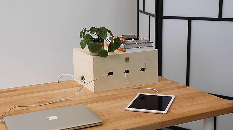 Idée de bureau à domicile DIY: faites votre propre boîte à câbles.