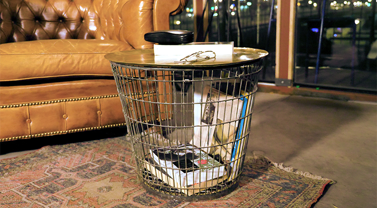 Upcycling project: turn an old wire basket into a stylish sidetable using your cleaning and polishing tools.