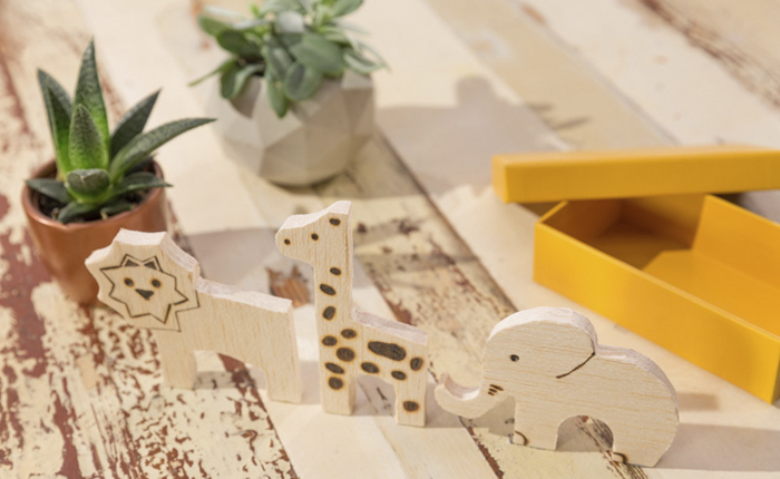 DIY: Cutting animals from wood offcuts