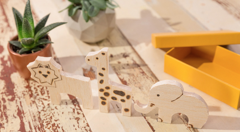 DIY: Cutting animals from wood offcuts.