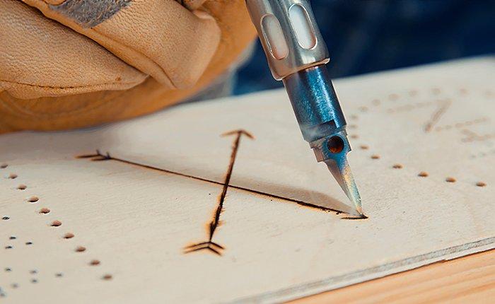 Tedd személyessé a boros dobozodat a Dremel® VersaTip forrasztópákával