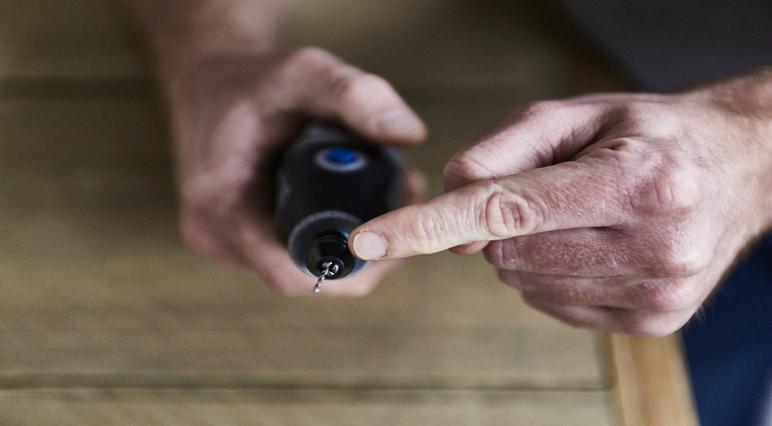 Veelvoorkomende fouten voorkomen tijdens het houtsnijden met een Dremel multitool.