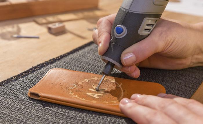 Door het accessoire te wisselen kunnen lijnen dunner of dikker worden aangezet.