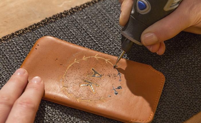 Bruk korte, tynne streker for å gravere designet ditt.