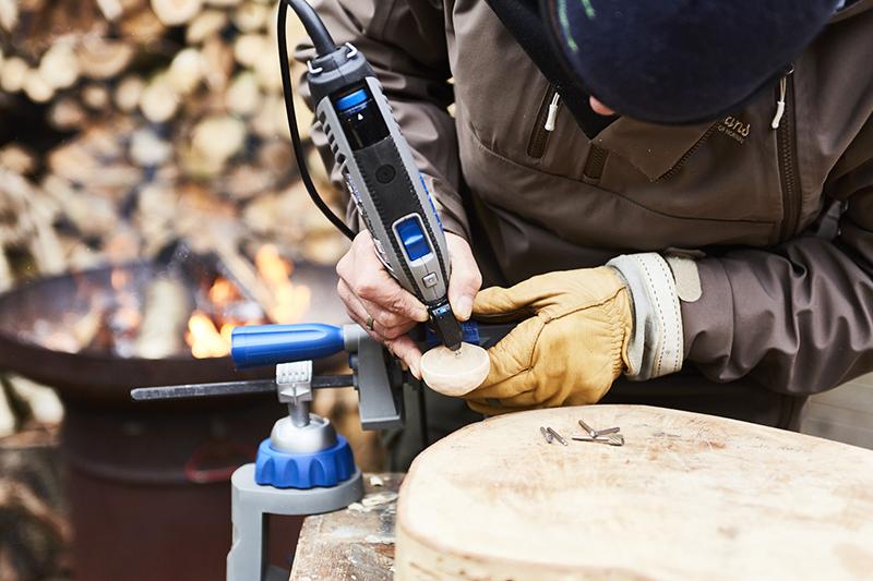 Wygładź powierzchnię łyżki z użyciem frezu szybkotnącego.