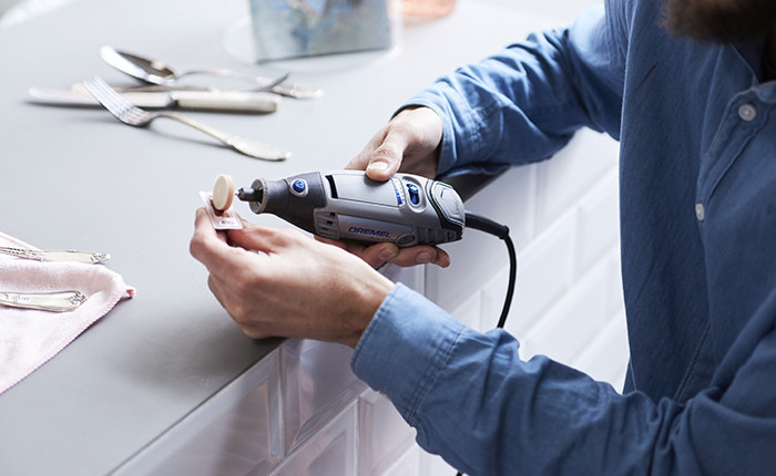 Небольшое количество полировальной пасты сделает процесс полировки эффективнее.