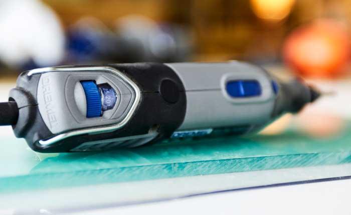 «Скорость подачи» зависит от параметров используемого материала.
