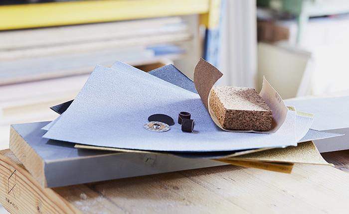 Чем выше зернистость наждачной бумаги, тем более гладкой будет поверхность после шлифования.