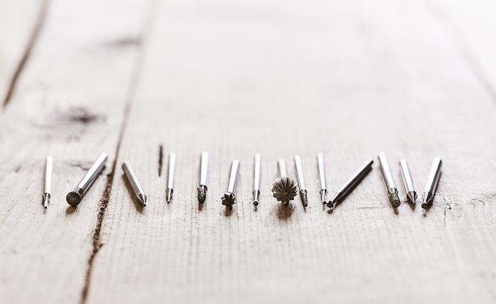 Dremel accessories suitable for engraving.